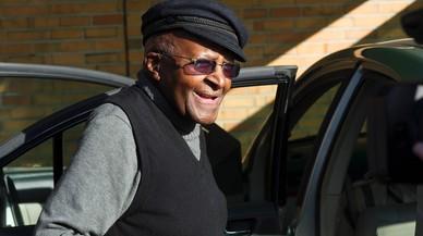L'arquebisbe Desmond Tutu, icona de la lluita antiapartheid, hospitalitzat a Ciutat del Cap