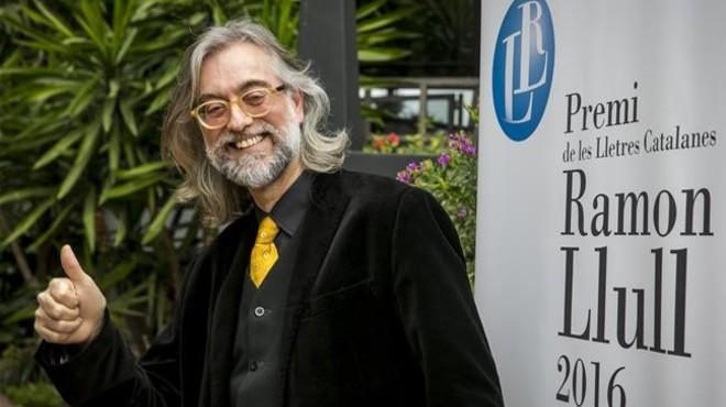 Víctor Amela guanya el Ramon Llull amb una novel·la romàntica sobre el carlisme