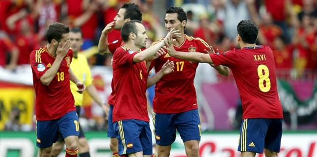 Del Bosque convoca a 10 jugadores del Barça por 3 del Madrid