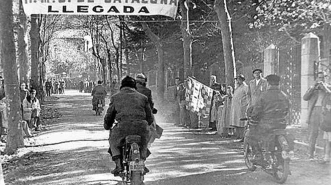 CON HISTORIA. A lo largo de todos estos a�os han pasado por los tramos de Viladrau todo tipo de veh�culos (motos y coches) y personajes, incluyendo Am�n Barfull (con el Simca blanco), director deportivo del RACC.