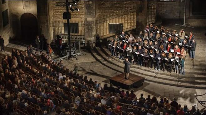 El Orfe� Catal�, dirigido por Josep Vila i Casa�as, en el tradicional concierto navide�oen la Pla�a del Rei, en el 2012.
