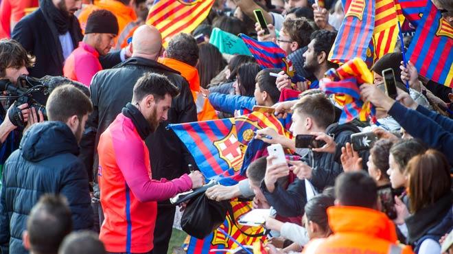 Entrenament de portes obertes del Barça al Miniestadi