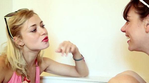 'Entrevista en la bañera', por Bibiana Ballbè.