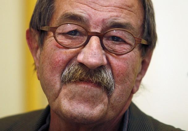 """Günter Grass: """"Tan criminal como Sadam es Bush, que es un peligro incluso para su pueblo"""" (2003)"""