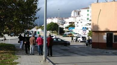 Un hombre atrincherado hiere de un disparo a un guardia civil en Algeciras