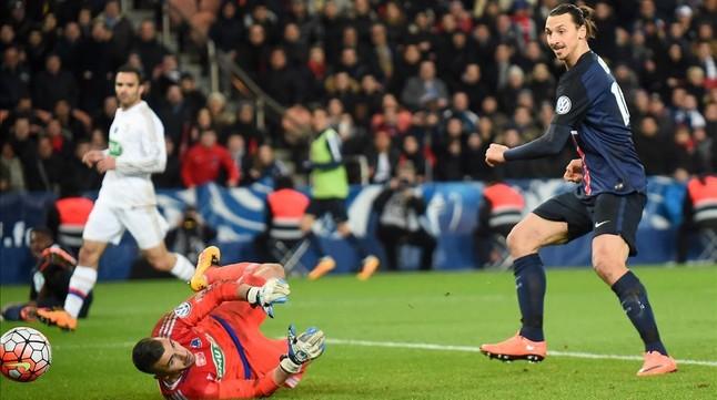 Ibrahimovic se exhibe ante el Lyon