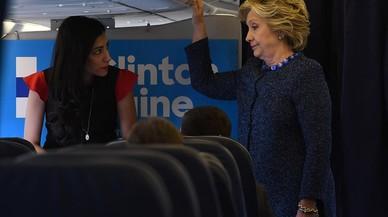 L'FBI clava un revés a una Clinton en dificultats