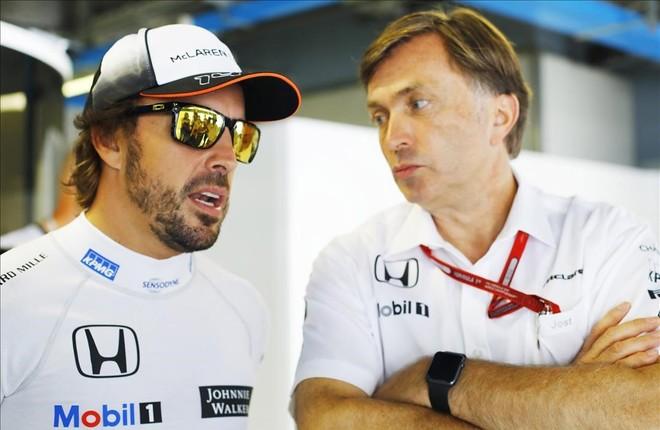 Jost Capito conversando con Fernando Alonso