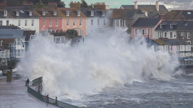 La irrupció de l''Ophelia' causa almenys tres morts a Irlanda