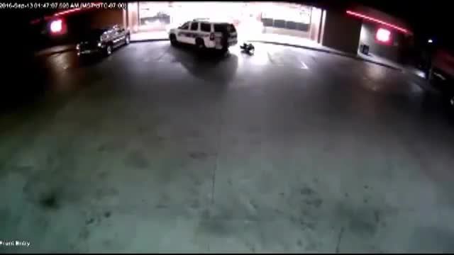 Brutal atropellament de tres policies en una gasolinera de Phoenix