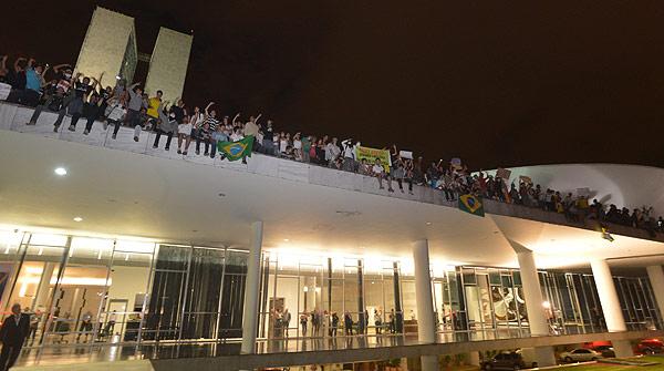 Milers de brasilers surten als carrers en plena Copa Confederacions
