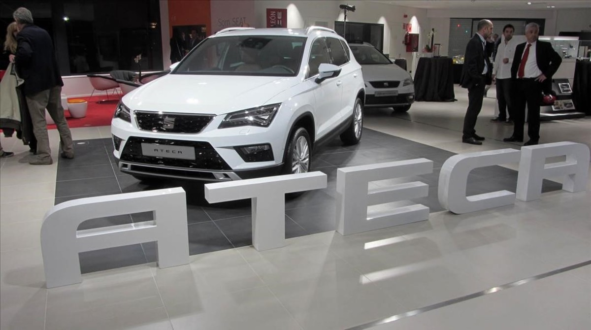 el seat ateca protagonista en la inaugraci n de catalunya. Black Bedroom Furniture Sets. Home Design Ideas