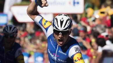 Vent, nervis i talls en una etapa de la Vuelta a Espanya sense treva