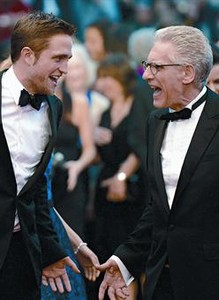 Robert Pattinson (izquierda) y David Cronenberg, anoche en la alfombra roja del festival de Cannes.