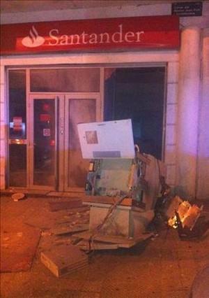 Roban con explosivos una sucursal del banco de santander for Banco santander sucursales barcelona