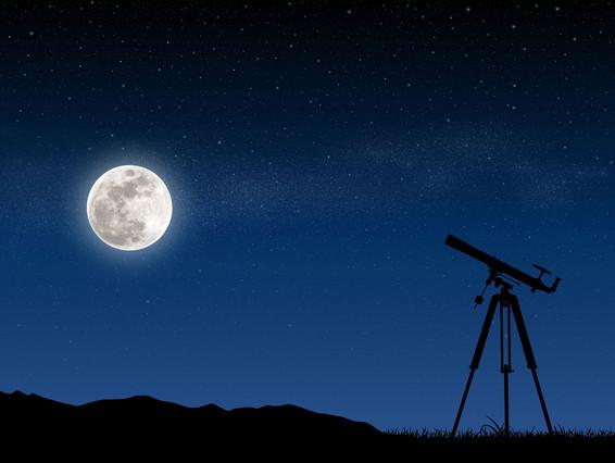 La lluna plena, en una nit estrellada.