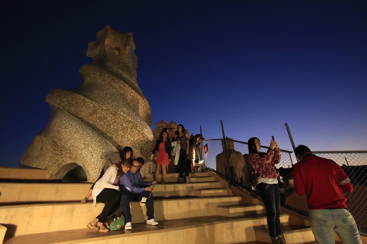 Visitantes en la Pedrera, en la Nit dels Museus del 2015.