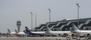 Aviones estacionados en el aeropuerto de El Prat.