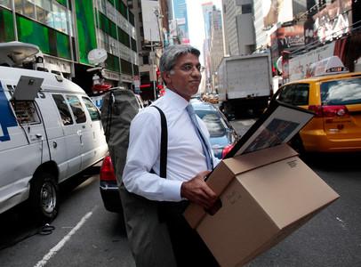 Un empleado de Lehman Brothers se lleva sus pertenencias en una caja de cartón tras la quiebra del banco, el 15 de septiembre del 2008.