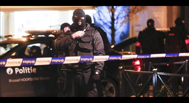 Fuerzas de seguridad belgas en una operaci�n antiterrorista en Molenbeek, el 22 de noviembre.