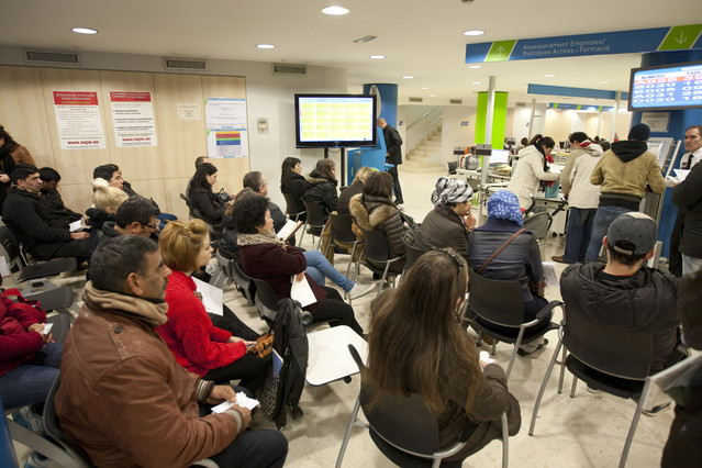La subida del paro deja a muchas familias malviviendo for Oficina de treball barcelona