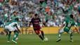 Leo Messi exhibe punter�a y marca gol a un portero gigante