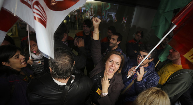 """Els sindicats denuncien una """"oferta trampa"""" del Govern català per tornar una paga extra"""