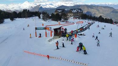 Un forfet únic permet esprémer al màxim les estacions d'esquí del Pallars