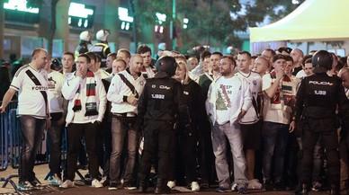 Les imatges del vergonyós espectacle dels seguidors polonesos a Madrid