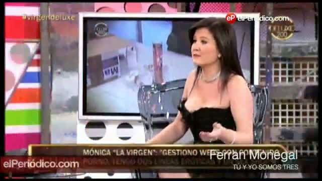 Mònica mostrando sus juguetes sexuales en el 'Deluxe' (T-5).