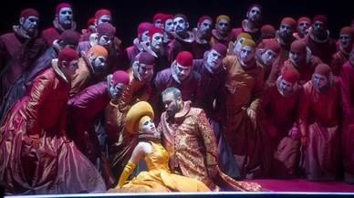 Una escena del 'Rigoletto' de Carlos Álvarez, en el Liceu.