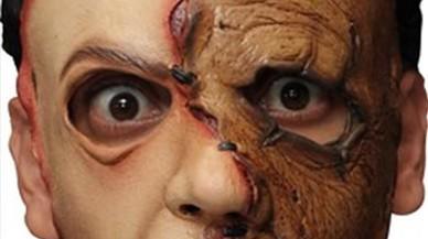 Un Pedro Sánchez zombi s'obre pas entre les màscares d'aquest Halloween