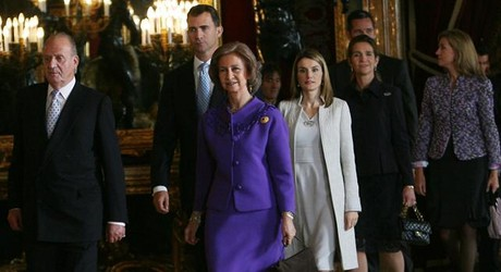 La familia real espaola, en la sala del trono del Palacio Real, en el 2008.