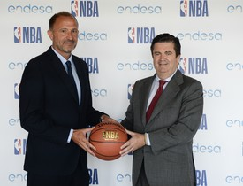Chus Bueno, de NBA España (izquierda) y Borja Prado, presidente de Endesa.