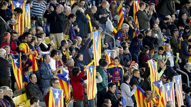 Estelades en un partido del Bar�a en el Camp Nou.