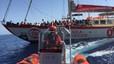 Los tripulantes del 'Astral', al rescate de refugiados a la deriva en el Mediterr�neo