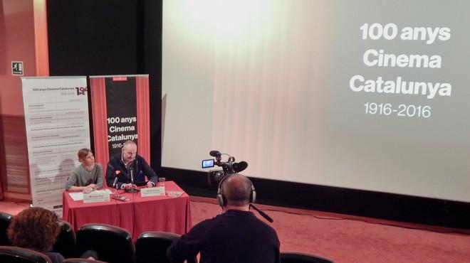 Jordi Flores, concejal de Comunicaci�, y Montse Prat, directora de la Societat Municipal de Comunicaci�, presentan el programa conmemorativo del centenario del Cinema Catalunya.