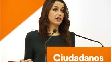 """Arrimadas cree que Puigdemont no tendrá """"el coraje necesario"""" para explicar cómo hará el referéndum"""
