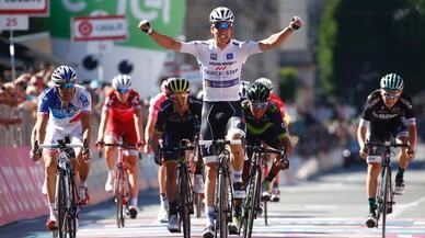 Quintana salva una caiguda i recupera moral al Giro davant l'arribada de les Dolomites