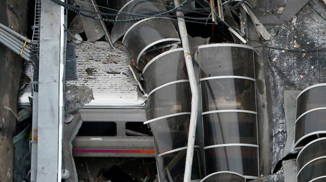 Un mort i desenes de ferits a l'estavellar-se un tren als Estats Units
