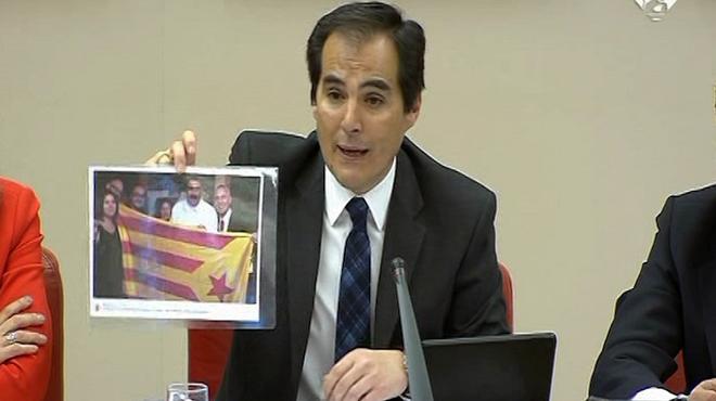 Nieto mostra a Rufián la foto de Maduro amb l'estelada