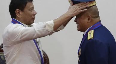 Duterte mandará a la cárcel a los fumadores en Filipinas