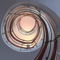 La escalinata de la Torre de la Creu, obra de Josep Maria Jujol, en Sant Joan Despí.