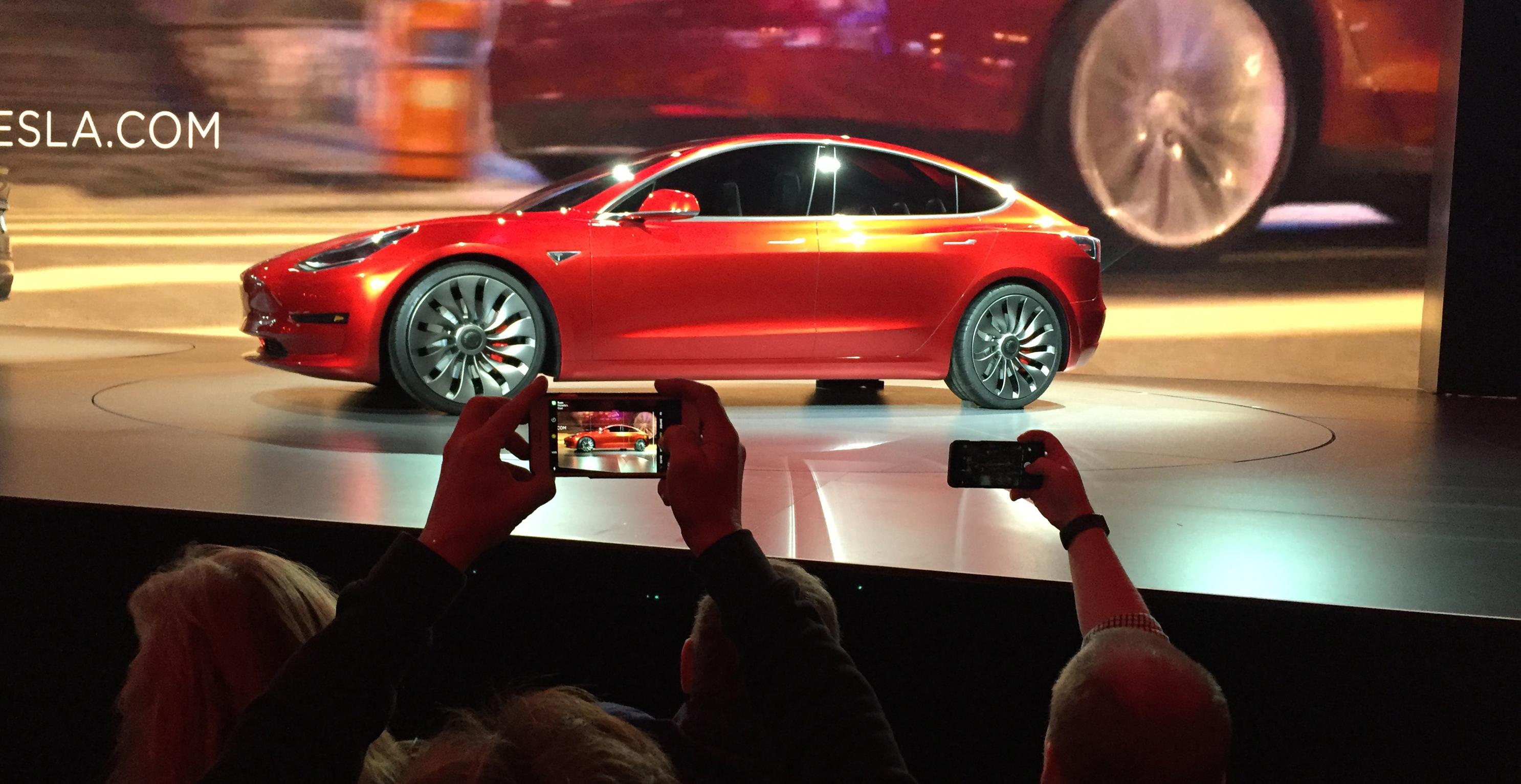 Tesla prepara la apertura de tiendas en Barcelona y Madrid