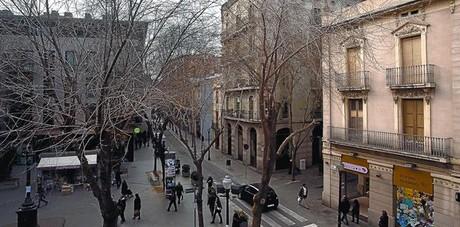 La calle Gran de Sant Andreu, eje central de este barrio, a la altura de la plaza del Comerç.