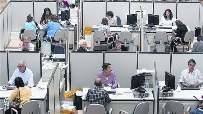 Crisis en la cima de la aeat for Oficina tributaria madrid