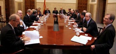 Los miembros del CAREC, en una reuni�n presidida por Artur Mas.