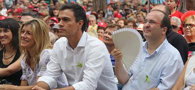 Pedro S�nchez y Miquel Iceta, en la Festa de la Rosa celebrada este domingo en Gav�