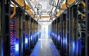 BIG DATA.<BR/>Un dels grans centres de processament de dades de Google als Estats Units.
