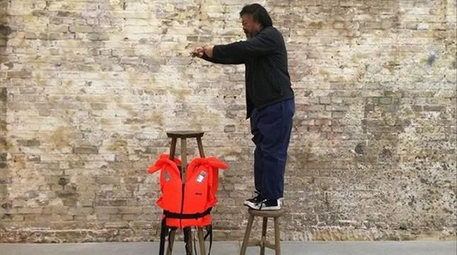 Imágenes de la crisis de refugiados en Lesbos y de sus diversos montajes artísticos al respecto que ha mostrado Ai Weiwei en su cuenta de instagram.